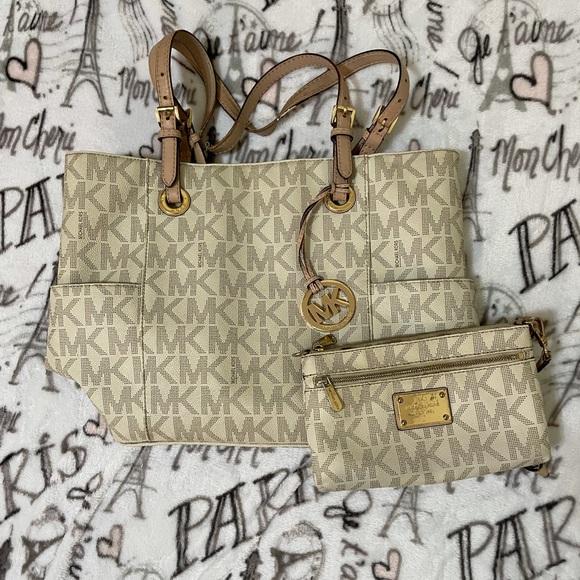 MK purse and wristlet 🤍